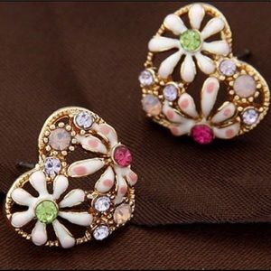Rhinestones Heart 💝💚💟 Earrings NWT
